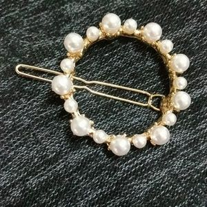 Round Ring with Pearls (Barrette)